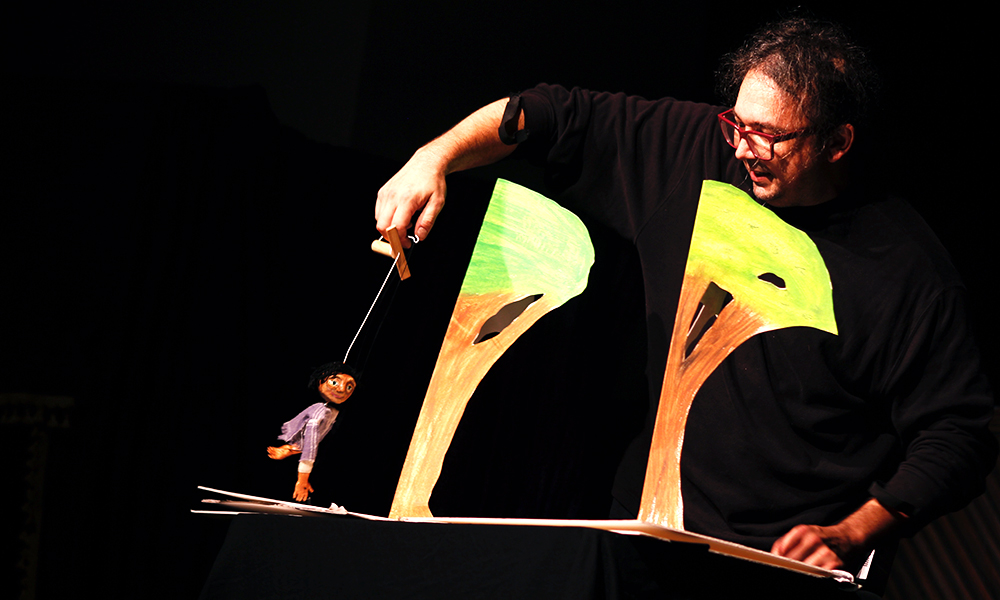 "Professional puppeteer Gavin Cummins of the Great Arizona Puppet Theater performs ""The Man Burrito,"" written by second-grader Honest Gonzales. (Nicole Neri/DD)"